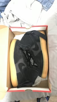 pair of black Nike low-top sneakers with box Charlotte, 28215