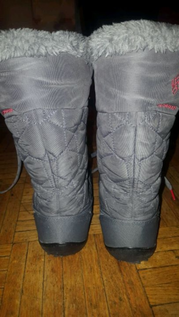 Woman winter boots size 7 4cc070d8-181a-49b4-a980-274f0e019852