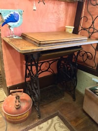 Singer treadle table no machine  Tucson, 85705
