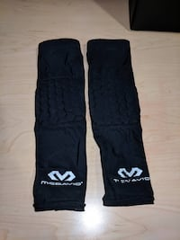 McDavid Elbow Pads and 1 Knee Pad plus an Under Armour Shooting Sleeve Youth Size  Cumberland, 02864
