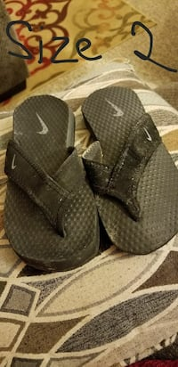 Nike sandals size 2 Roswell, 88203