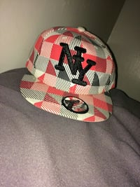 red and black New York print fitted cap