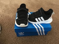 Toddler Adidas size 5 Washington, 20020