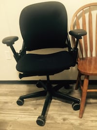 Furniture ( moving sale ) dining wood round table & chairs / desk & office ergonomic chair  Vancouver, V6E