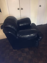 Black leather recliner sofa chair Toronto, M3A 3B3