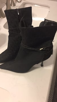 pair of black suede booties Houma, 70360