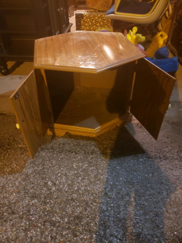 End table 94053985-acaf-4a22-b141-a26728ec1d5b