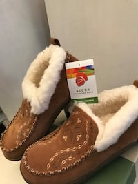 Brand New ( Never Worn )pair of brown suede fur-lined moccasins Lodi, 95240
