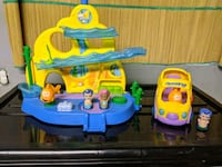 Bubble Guppies school and bus