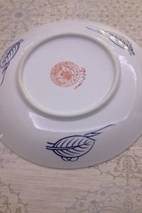 white and blue ceramic round plate