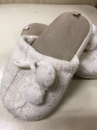 Girls slippers size small (12/13) youth Vaughan, L4L 6A9