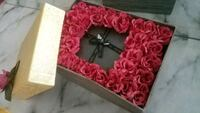 Customizable flower gift box  Mississauga, L5G 4N4