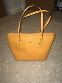 Coach Bag tangerine new with tags Parkville, 21234