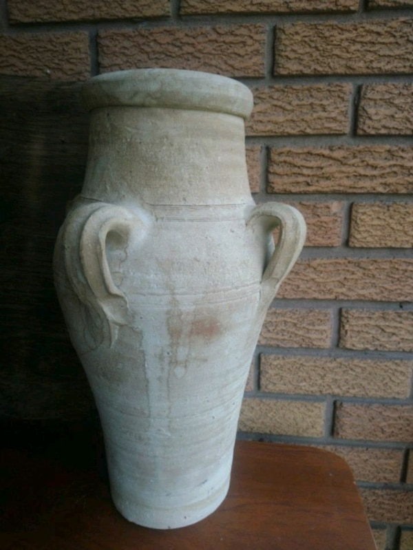 Large 20 inche salt  pottery MCM   5304e179-021b-430b-8bdb-89528a360bef