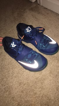pair of blue-and-white Nike basketball shoes Dumfries, 22026