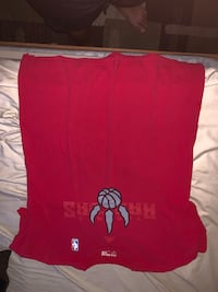Selling red raptors shirt size large only $5 Toronto, M5V