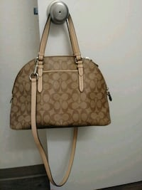 coach large cross body carryall...in excellent condition...fe