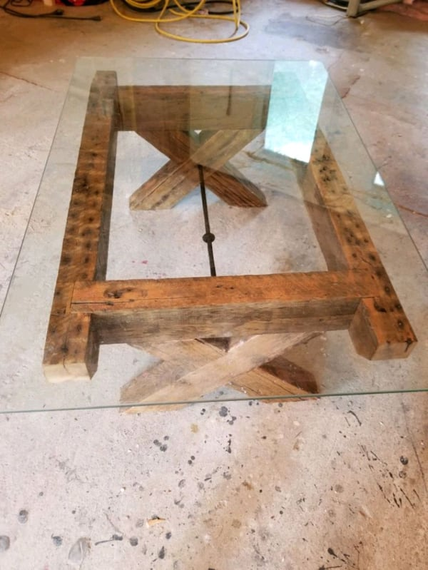 Reclaimed lumber and glass coffee table c518799f-e1c7-4d6f-b0a8-ab4d974f5940