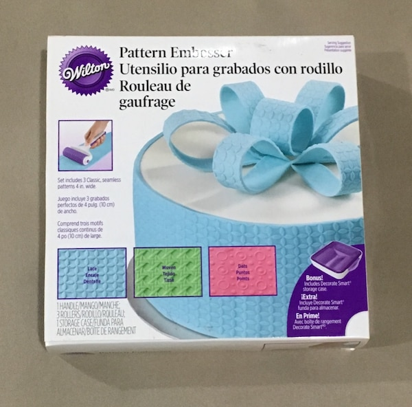 WILTON and WILLIAM SONOMA Cake Decoration (embossed, cookie cutter, cake decorating kit) c2888e80-ac3b-43fb-b61b-7f7ee159d449