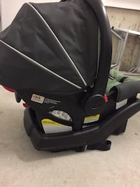 Baby's black and green car seat carrier Terrebonne, J6X 0G7