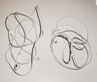 2 Pairs of Apple USB Earphones Chantilly, 20152