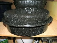 2 GRANITE WARE ROASTERS WITH LIDS Baltimore, 21229