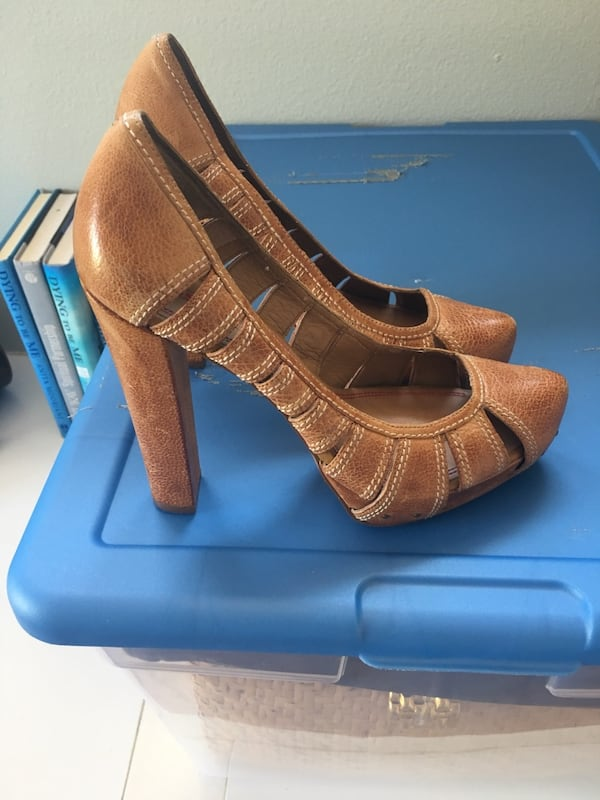 pair of brown pointed toe high heels ca2b8e64-a919-4df1-8291-6263909000fc