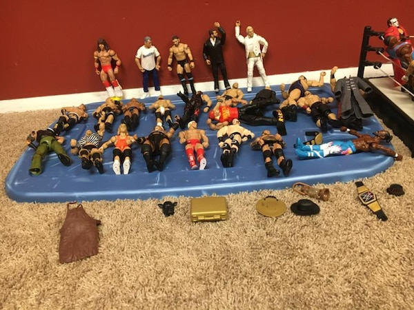 35 Wrestlers and a Ring with Belt and Brief Case aaa10777-a428-4246-acb0-78c048164da4