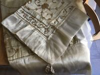 Two table coverings Repentigny, J6A