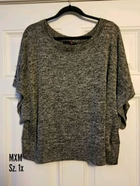gray scoop-neck shirt Calgary, T3A 4J8
