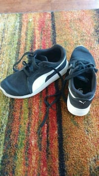 Slightly used sneakers size 4 Oakville, L6H 6S4