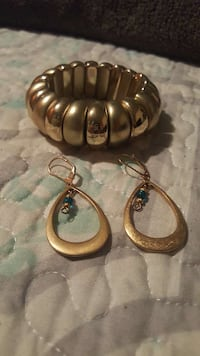 gold bangle and pair of gold earrings Anaheim, 92801