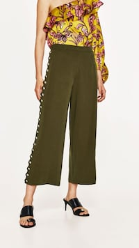 Wide legged Zara pants with buttons on the side Toronto