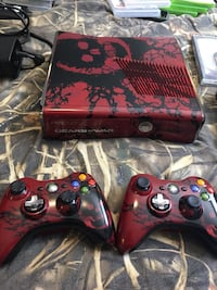 Gears of war xbox 360 console with two controllers