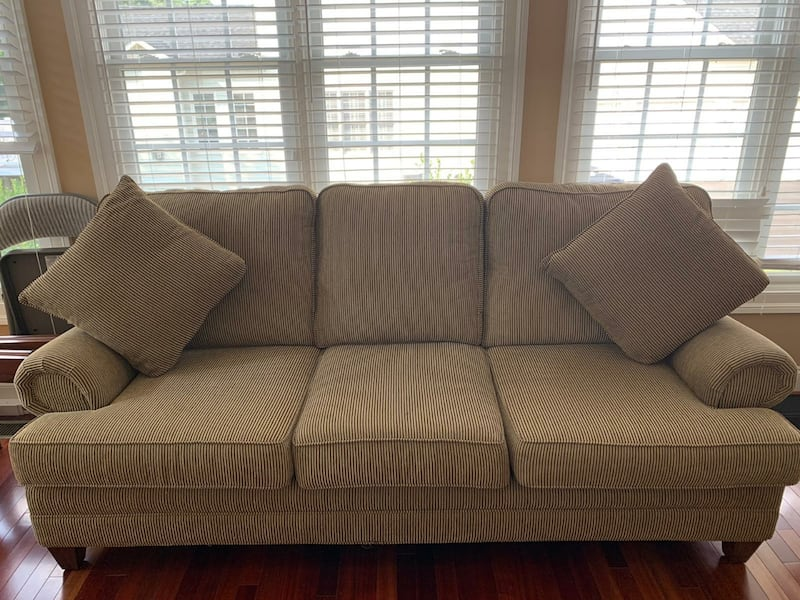 2 Sofa Set - Loveseat and 3 Seater 8fa4725f-4ab5-4dc8-b836-6a123c88d390