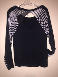 Ladies Volcom sneak peak top  537 km