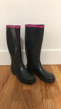 Size 38 Marc Jacobs pink and grey rain boots  New Westminster, V3L 1M3