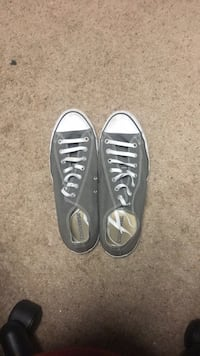 Pair of gray converse low-top sneakers Groveport, 43125