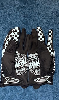 2 pairs of motocross gloves