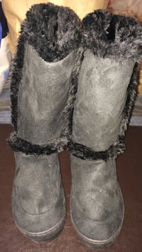 NEW Pair of charcoal sheepskin boots (faux fur)