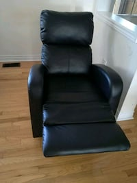 black leather recliner Markham, L6B 1A8
