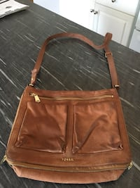 Fossil Cross body Purse. Good used condition. No rips or damage. Lots of compartments.