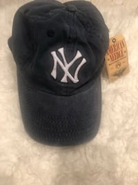 BNWT Yankees hat bought from Urban Outfitters Toronto, M6K 3N9
