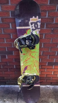DC SNOWBOARD WITH BURTON BINDINGS
