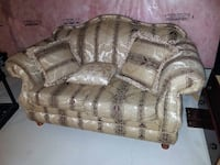 Used couch in good conditions Mississauga