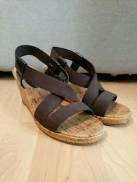 $10 size 7 never worn brown wedges negotiable Mississauga