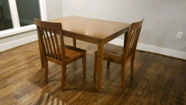 Nice Wooden Dining Room Table, 4 Chairs