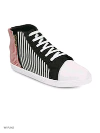 unpaired black and white low-top sneaker New Delhi, 110005