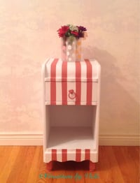 White and coral striped wooden end table Georgian Bluffs, N4K