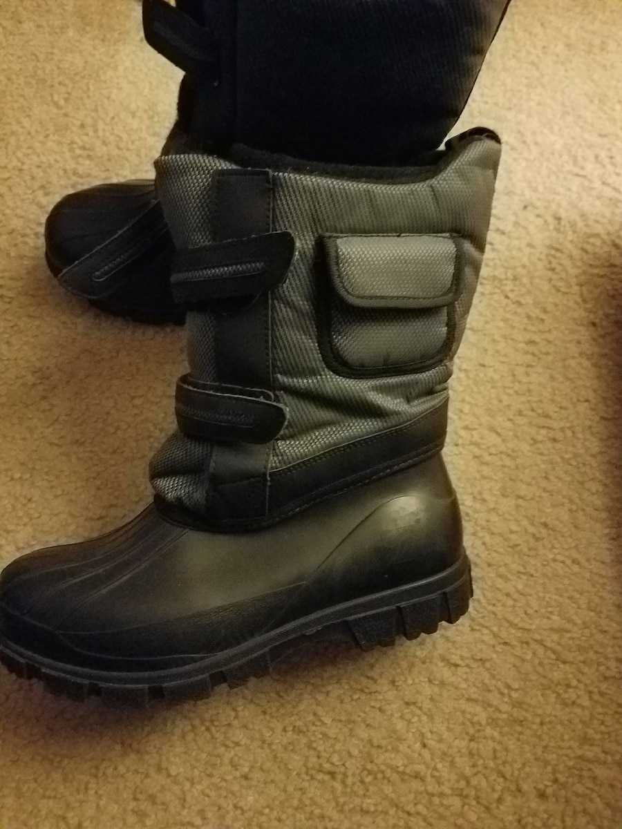 Snow boots $50 obo - Harbison